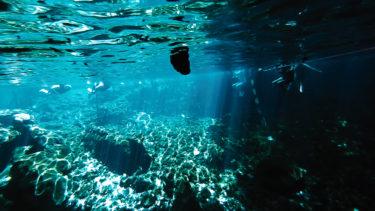 神秘の泉|グランセノーテで光のカーテンを楽しむ